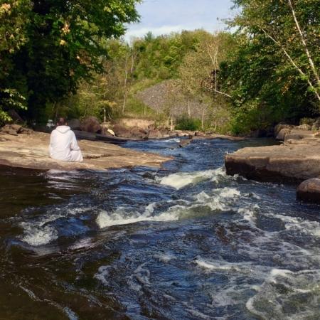 Repos à la rivière