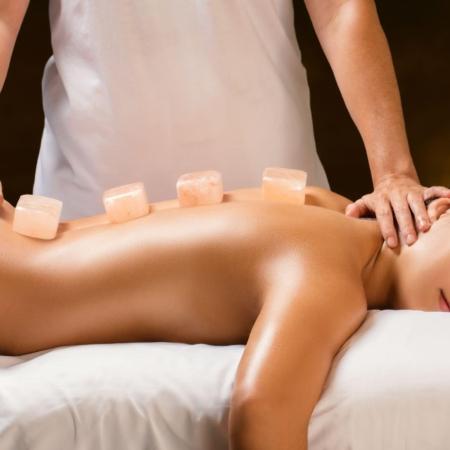 Massage au sel himalayen